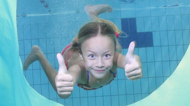 pool-1471308_640